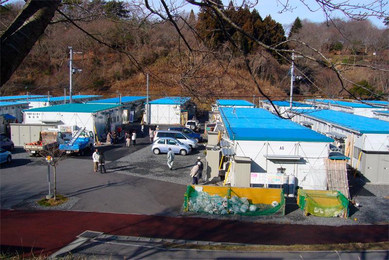 Evakuoitujen ihmisten parakkiasutusta tammikuussa 2013 Iwakin kaupungissa, 50 km Fukushimasta. (kuva: Hanna Halmeenpää)